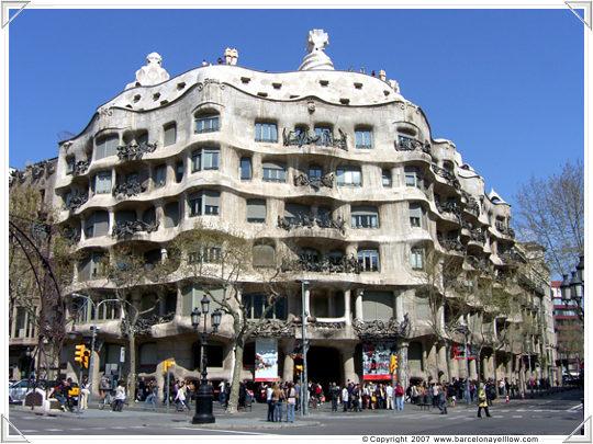 Barcelona 2017 barcelona events calendar 2017 roof terrace jazz nights la pedrera 2017 - Casa mila la pedrera ...