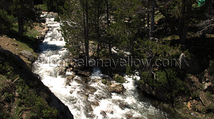 andorra_pyrenees_mountain_streams