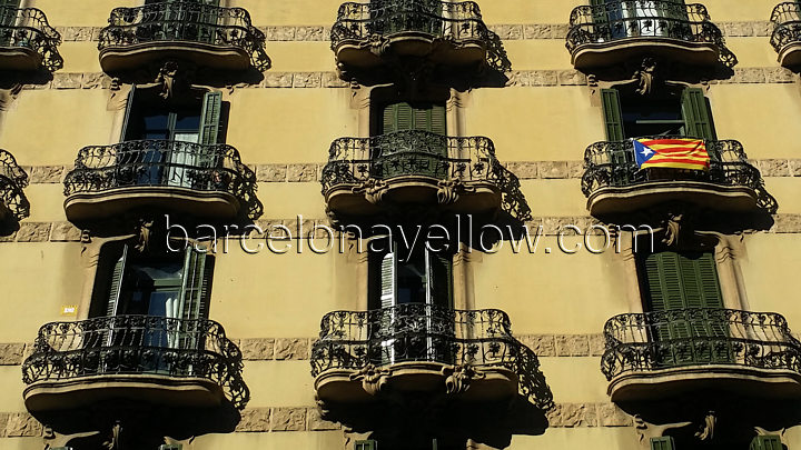 balcony_catalan_flag_eixample