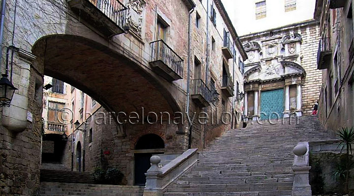 girona_two_stairs_meeting