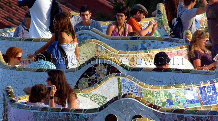 parc_guell_gaudi_bench